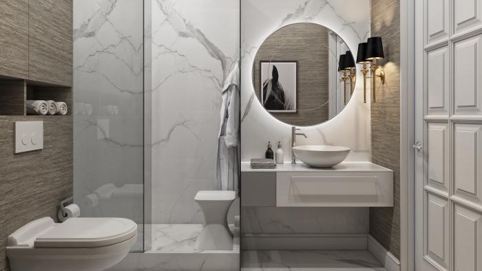 modèle de salle de bain contemporaine aux murs marbre avec pan de mur à imitation bois, idée rangement mural niche ouverte