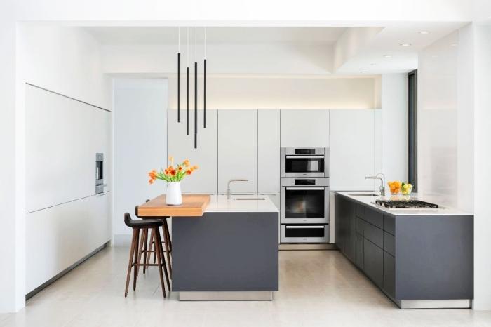 idée cuisine moderne blanche avec îlot à table intégrée bois, déco de cuisine contemporaine avec meubles sans poignées