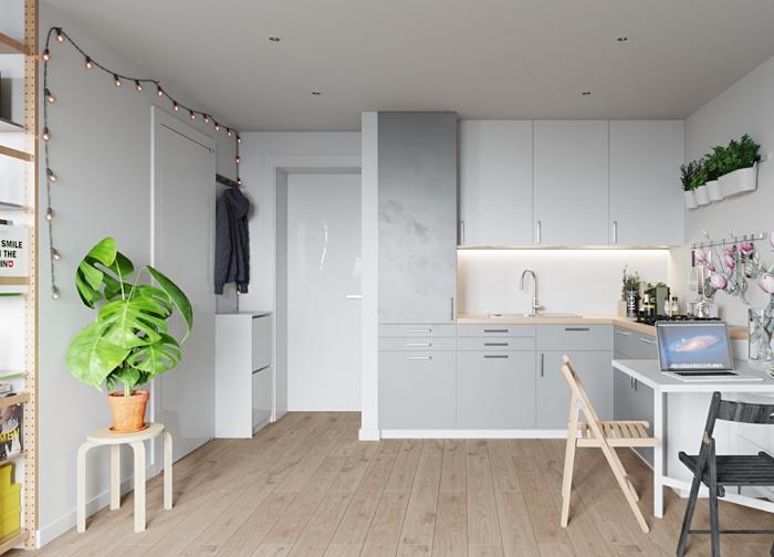 aménagement petite cuisine blanche avec plan de travail en bois clair, déco cuisine minimaliste avec armoires gris clair