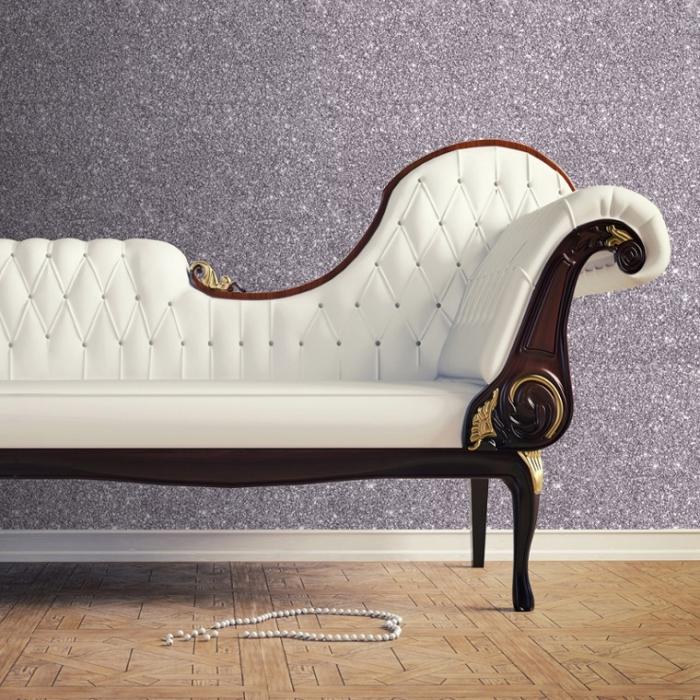 quelle peinture pour un salon ou couloir glamour, idée déco romantique pour une pièce féminine, exemple peinture gris pailleté sur base violette