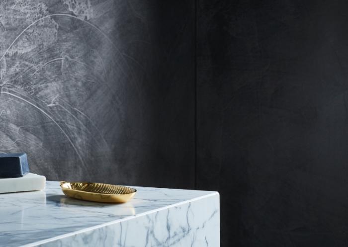 quelle couleur pour mur dans un salon moderne, exemple déco de salon aux murs gris foncé avec meubles blancs