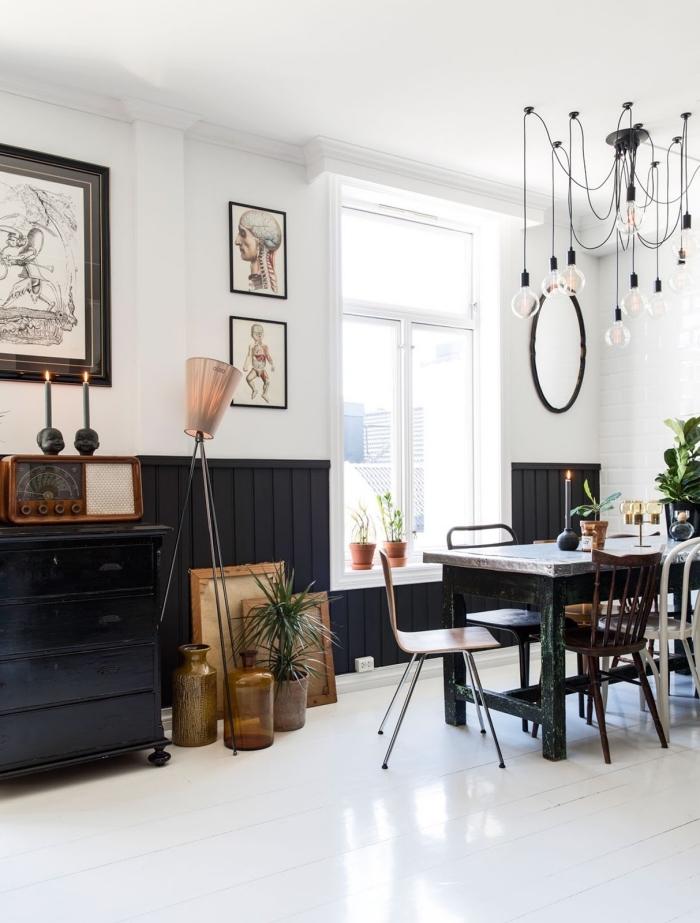 peindre du lambris dans une couleur foncée, lambris noir en soubassement dans une salle à manger de style vintage scandinave