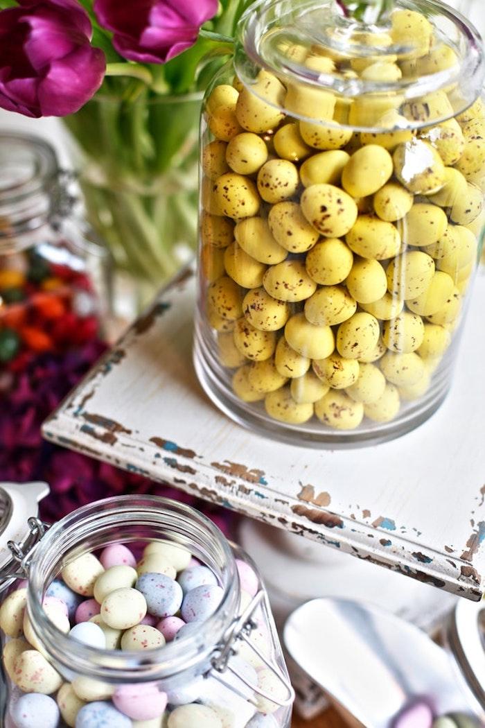Bocaux en verre pleines d oeufs de paques, joyeuses fetes de paques photo de paques pour ordinateur, colorés oeufs au chocolat