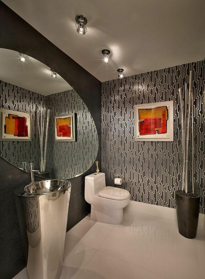 idee deco wc en gris et blanc, vasque colonne, plafond blanc, grand miroir ovale sans cadre, peinture abstraite