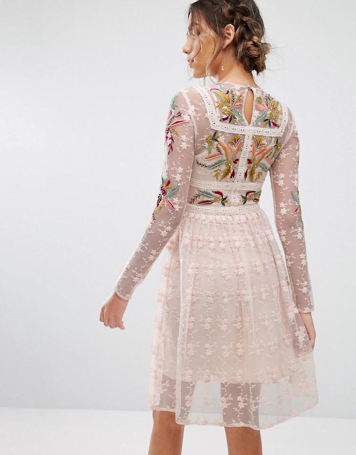 Robe courte ete dentelle blanche avec fleurs crocher sur le top, robe boheme pour mariage invitée, tenue de jour été femme romantique