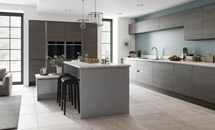 déco de cuisine contemporaine avec mur de couleur, plan de cuisine avec îlot, idée quelle couleur pour les murs d'une cuisine