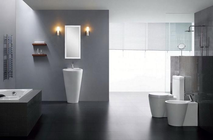 couleur gris foncé ou clair pour une peinture pour salle de bain moderne, idée gain place avec rangement mural ouvert
