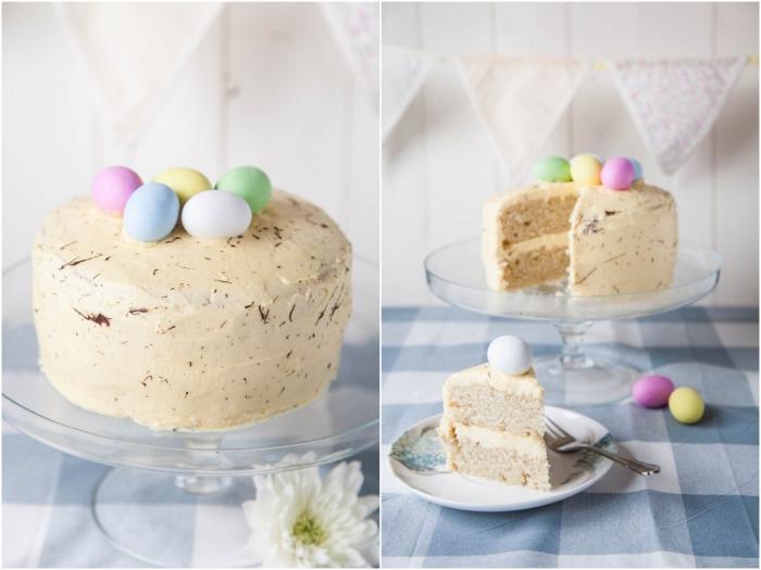gateau de paques facile et rapide, recette de gâteau vegan moelleux à la vanille et au citron garni d'oeufs de pâques teintés en couleurs pastel