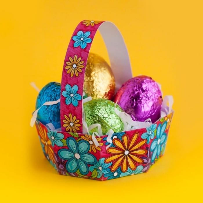 diy bricolage de paques panier, faire un nid pour oeufs en papier, modèle de panier en papier avec dessins floraux