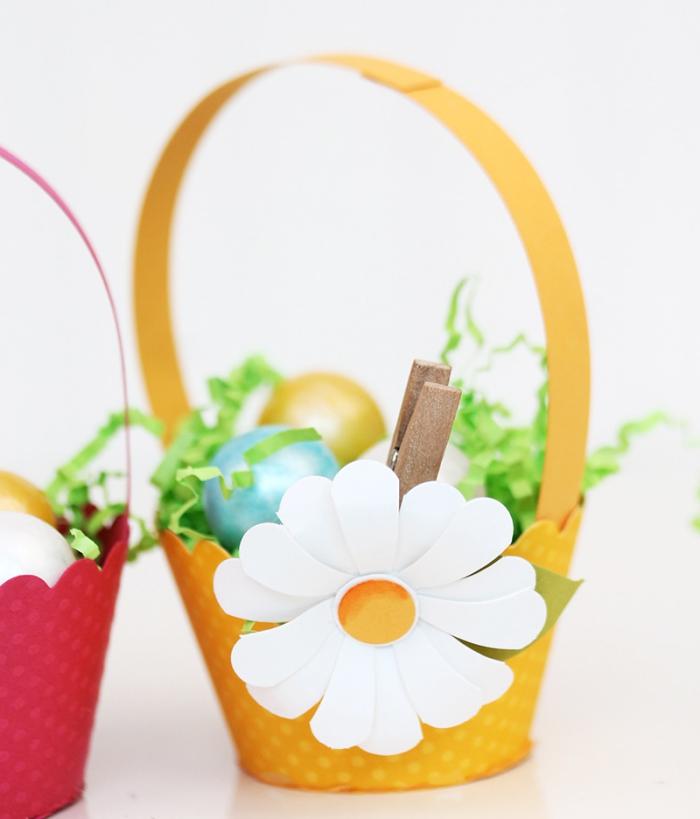idée bricolage paques maternelle, faire un panier facile avec moules à muffin en papier, modèle panier pour oeufs diy