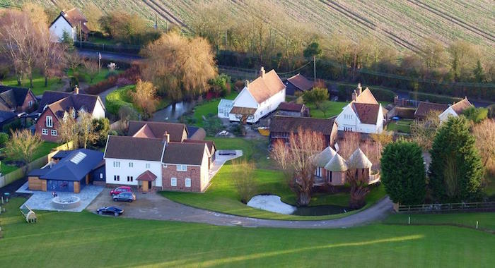 Photo du domaine de ed sheeran dans lequel il s'est marié avec Cherry Seaborn dans le comté du Suffolk