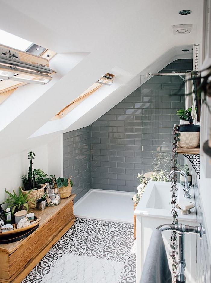 salle de bain avec une douche à carrelage gris et paroi de douche vitré, carrelage mosaïque orientale, meuble sous vasque blanc, meuble bas bois clair, fen6etres de toit