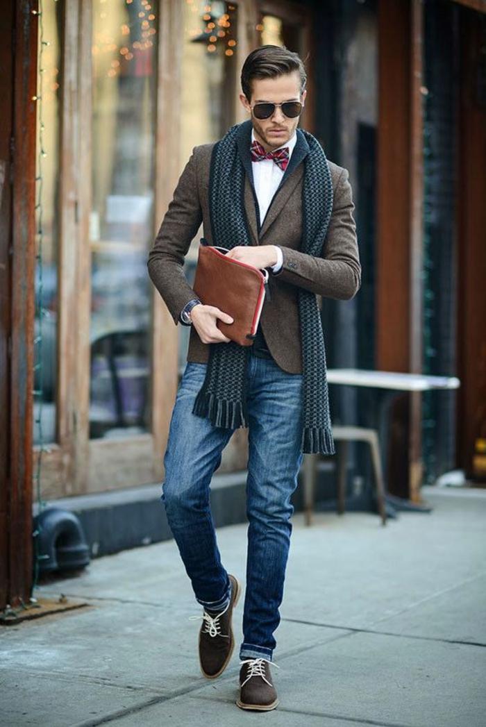 quels accessoires choisir pour une tenue soirée homme, exemple look homme d'affaires avec jeans et chemise