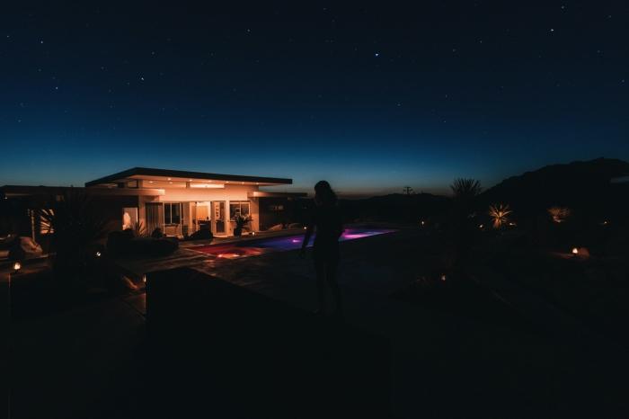 éclairage de piscine extérieur avec des led spots et des projecteurs led, éclairage led pour les espaces extérieurs