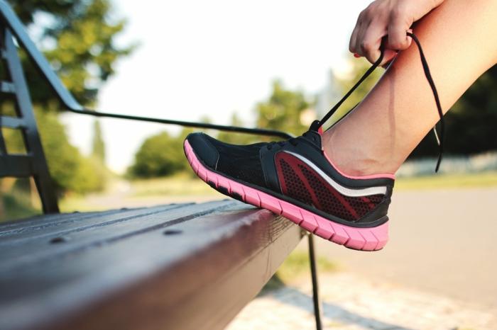 faire du jogging pour renforcer son système immunitaire, chaussure de sport, courir en plein air