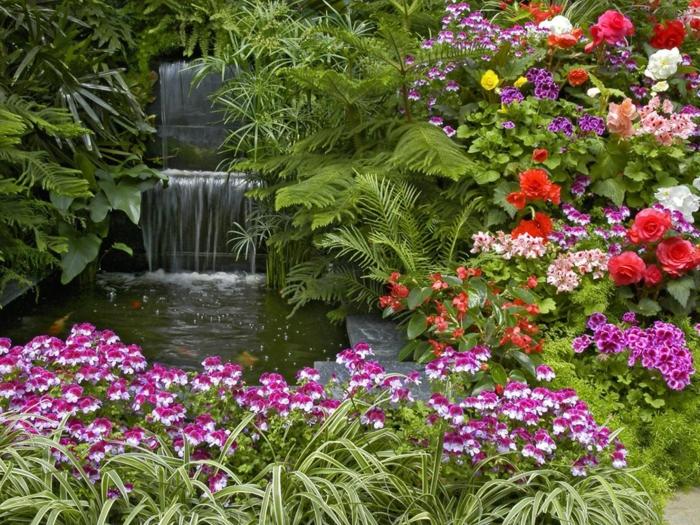 fontaine, fougères, roses et oeillets, un massif fleurs paradisiaque, petit lac japonais au centre