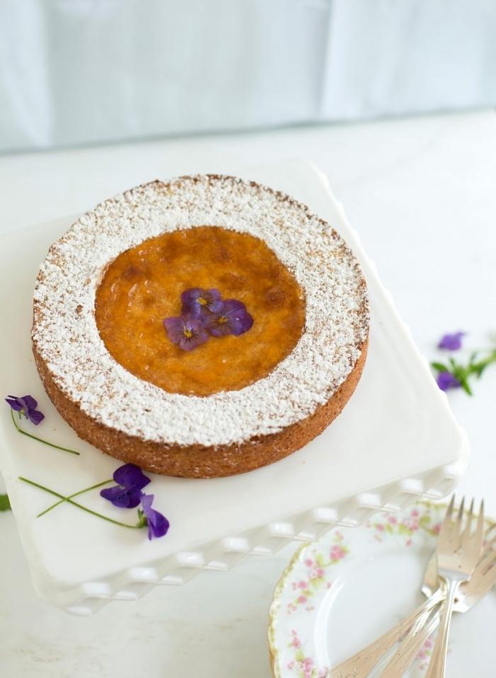 recette de paques pour un gâteau aux amandes facile au glaçage simple de sucre glace