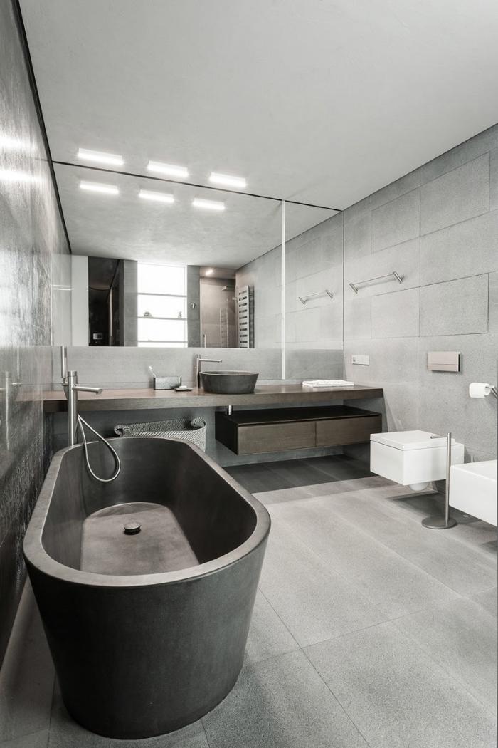 décoration salle de bain avec éléments bruts, modèle de baignoire béton autoportante avec robinet inox intégré