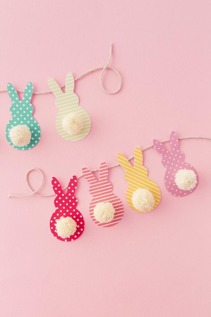 lapins aux pois et aux rayures, mur rose, bricolage paque facile, figures de lapins pointillés