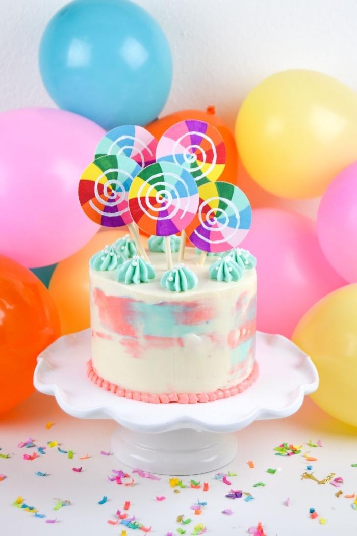 des cake toppers originaux en forme de sucettes pour décorer un gâteau d'anniversaire aquarelle simple et beau
