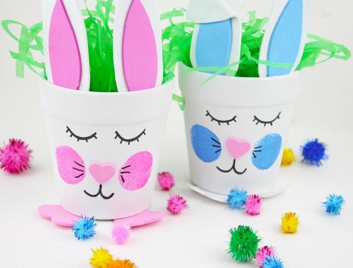 pot de fleur repeint en blanc avec dessin tête de lapin aux joues colorées, nez en coeur de papier mousse rose, dessin museau et des yeux au marqueur