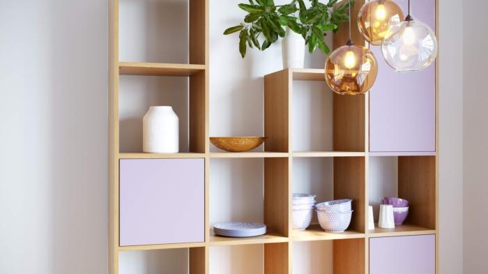 modèle étagère personnalisée avec panneaux à différente hauteur, idée meuble modulable avec portes et rangement ouvert