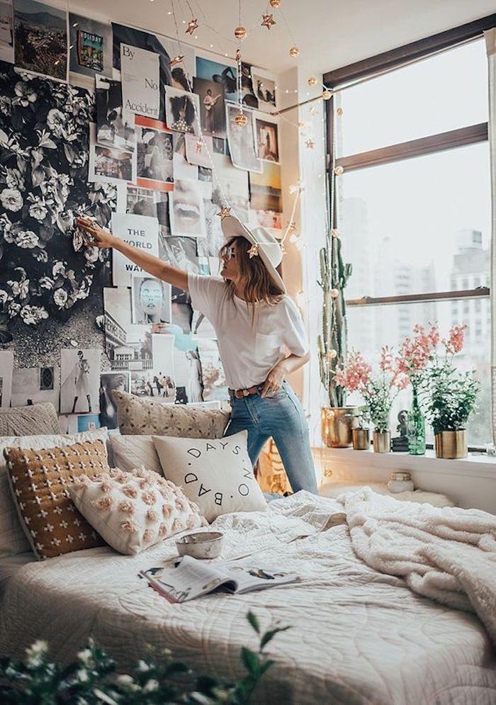 Comment la décoration à été réalisé, fille qui pose des photos sur le mur