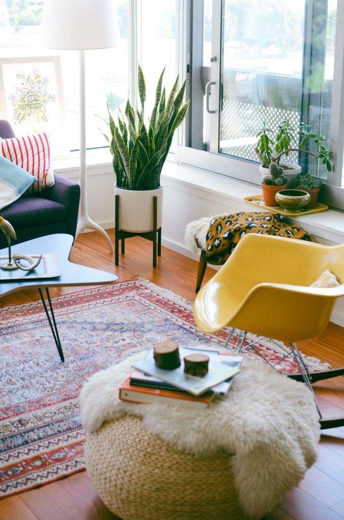 Idée chambre ado, la couleur parfait pour chambre à coucher stylé, coin de lecture, plantes vertes, table à café basse asymetrique forme, chaise balançoire jaune