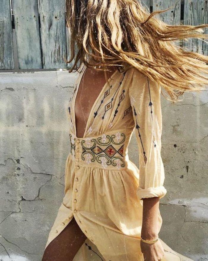 Robe jaune dentelle, style boheme chic, jolie tenue moderne, robe longue manche longue