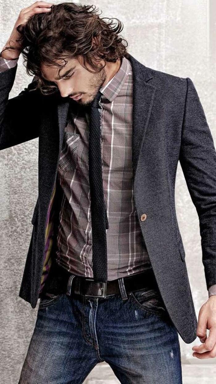 modèle cravate noir à effet tricot, exemple de business casual homme habillée en jeans foncés avec chemise et blazer en nuances de gris