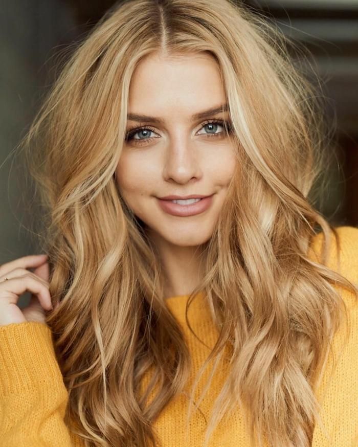 cheveux blond miel, lèvres nudes, maquillage simple, cheveux longs blond miel