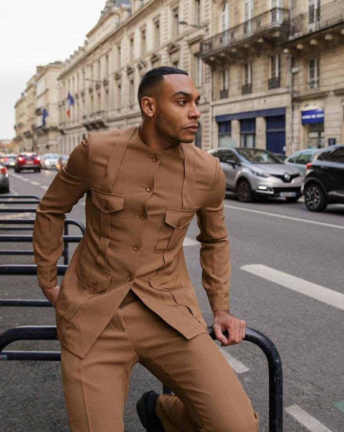 costume marron, tenue chic homme en une seule couleur, coupe courte homme africain