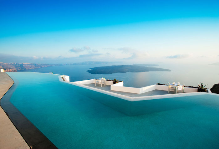 La piscine infinie de Santorin, magnifique vue, faits pour les piscines, bleu partout