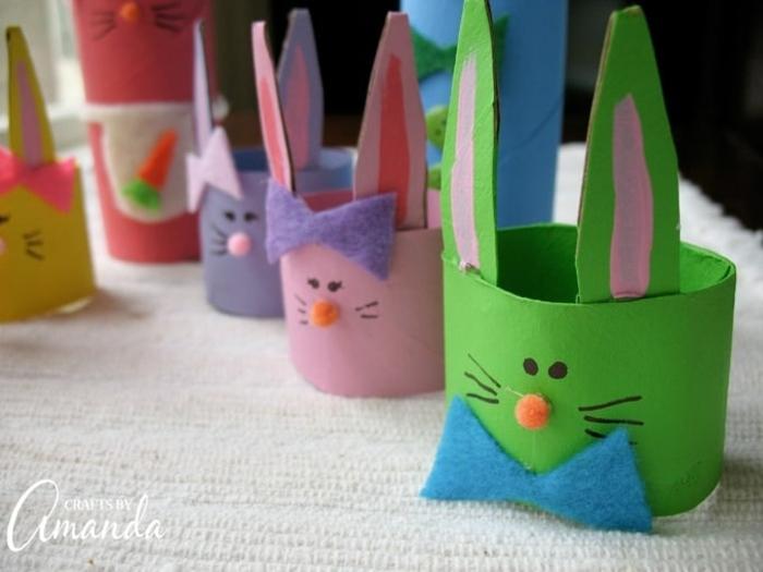 lapins de paques en rouleaux de papier toilettes, noeuds papillons en feutrine, decortion de paques avec rouleau de papier toilette