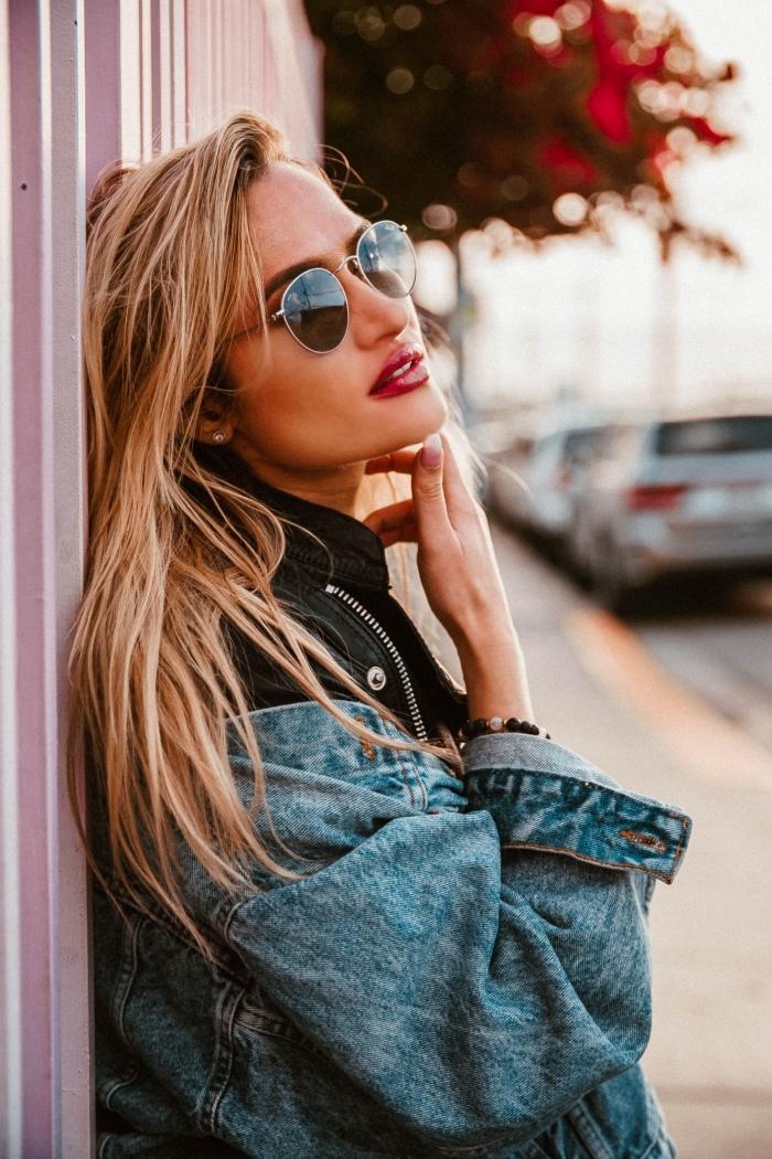 comment avoir les cheveux lisse, modèle de coloration tendance balayage blond sur cheveux de base châtain foncé