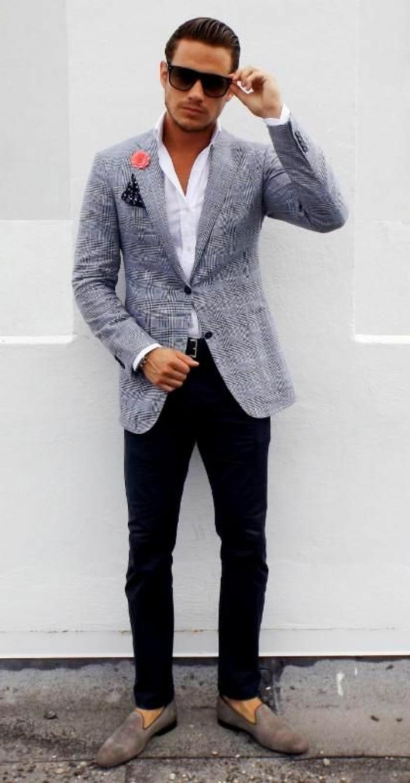 exemple de tenue mariage homme décontracté avec pantalon slim noir et blazer gris, idée chaussures tendance pour homme