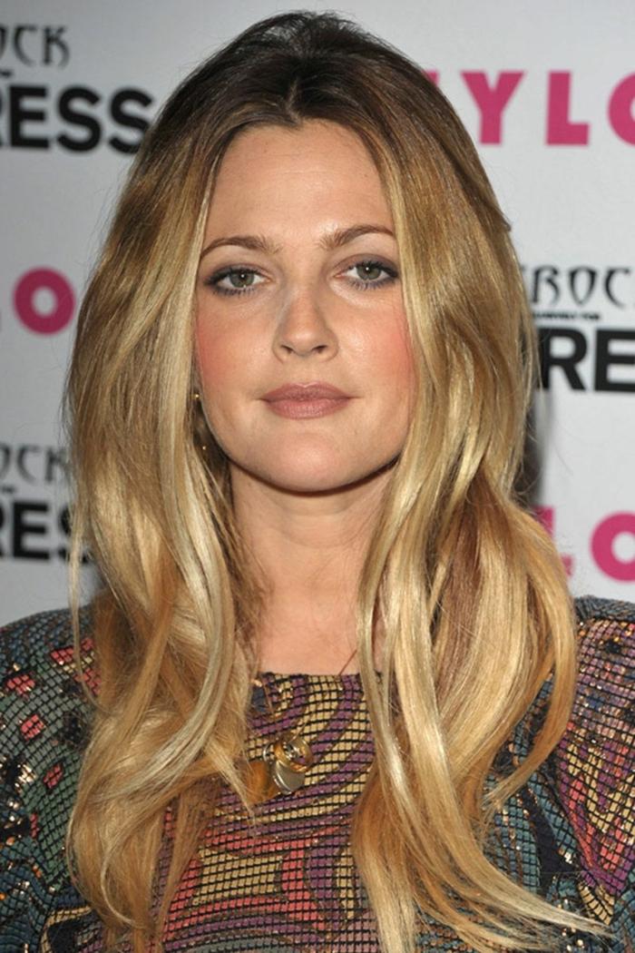 couleur des cheveux blond miel combiné avec blond doré, lèvres mates, Drew Barrymore