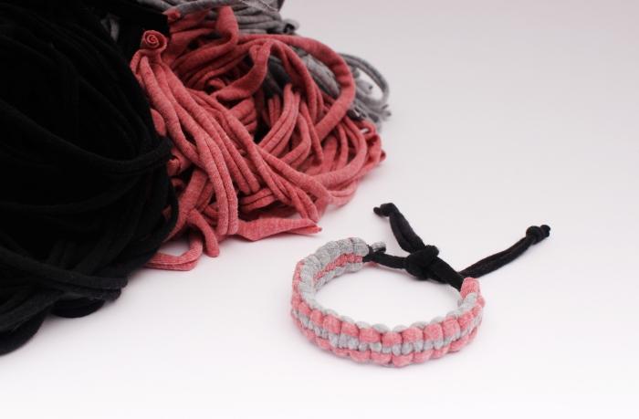 comment faire un bracelet en morceaux de tissu tressés, modèle de bijou fait main avec des noeuds macramé