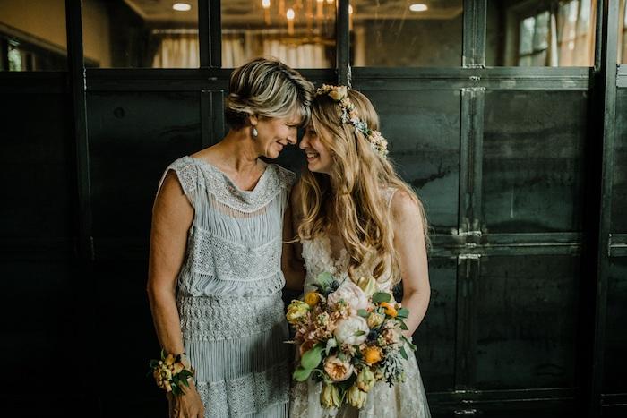 Mariage tenue style hippie chic robe bohème chic dentelle, robe hippie chic, la mariée et sa mère