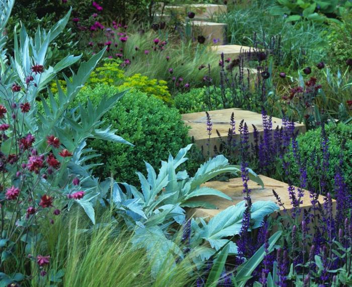 une allée en pas, fleurs en parterres, créer un massif de fleurs vivaces et d'arbustes