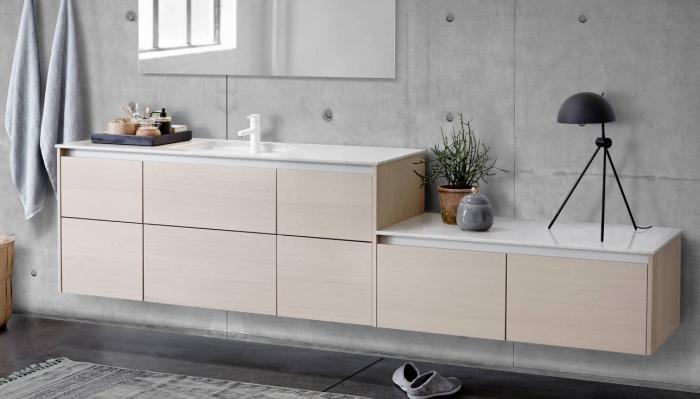 quelle peinture pour salle de bain, déco murale avec peinture à effet béton gris clair, meuble sans poignées bois