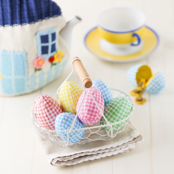 diy panier pour oeufs, activité manuelle de pâques, fabriquer un nid oeufs en fil de fer peint en blanc, deco table pâques originale