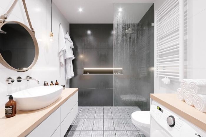 idée douche pluie dans une salle de bain moderne, déco salle de bain blanc et bois avec mur aux carreaux gris foncé