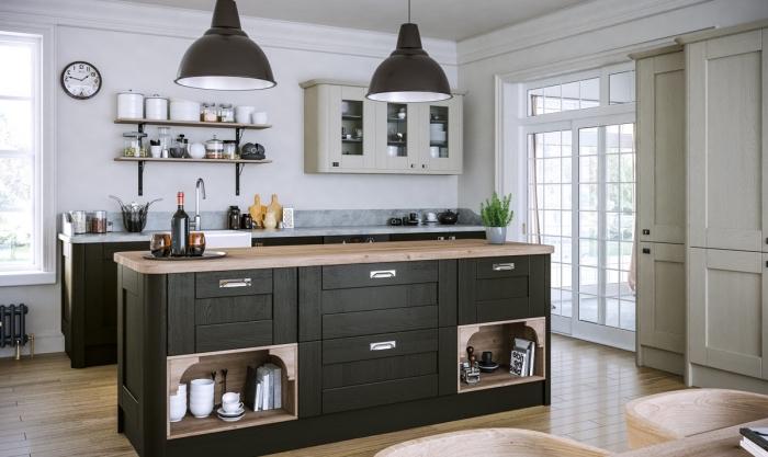 déco cuisine en longueur avec îlot, quelle couleur avec le gris dans une cuisine blanche, plan de travail à effet marbre gris
