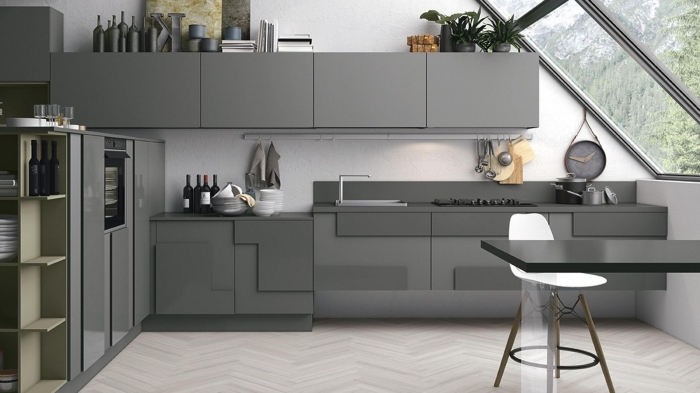 exemple comment associer les couleurs dans une cuisine, déco de cuisine blanche avec meubles en gris anthracite