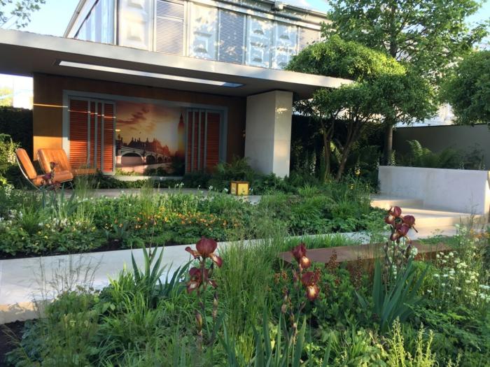 grand jardin contemporain, parterres de fleurs, arrangements avec fleurs vivaces, fleurs de printemps et d'été