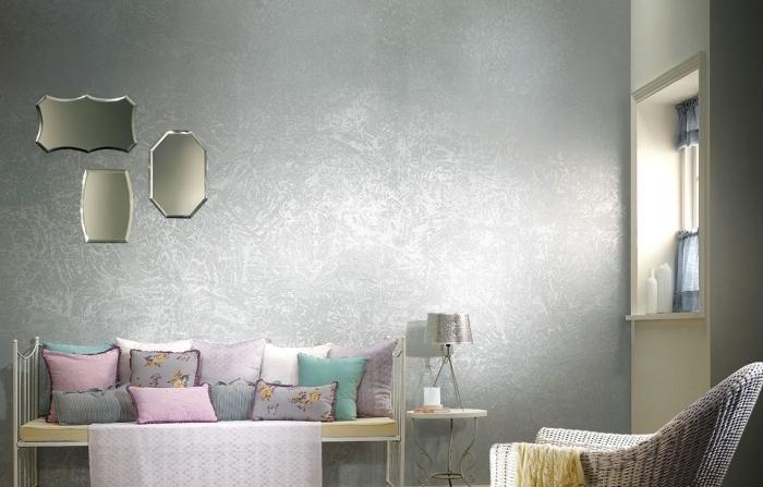 idée déco murale avec peinture métallisée de nuance argentée, déco salon avec meuble banc en fer blanc et bois