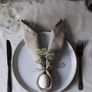 Réalisez une belle table de fête grâce au pliage de serviette pour Pâques