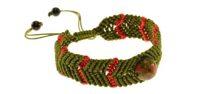 exemple de bijou fait main facile avec noeuds macramé, modèle de bracelet avec fermeture réglable en noeud macramé