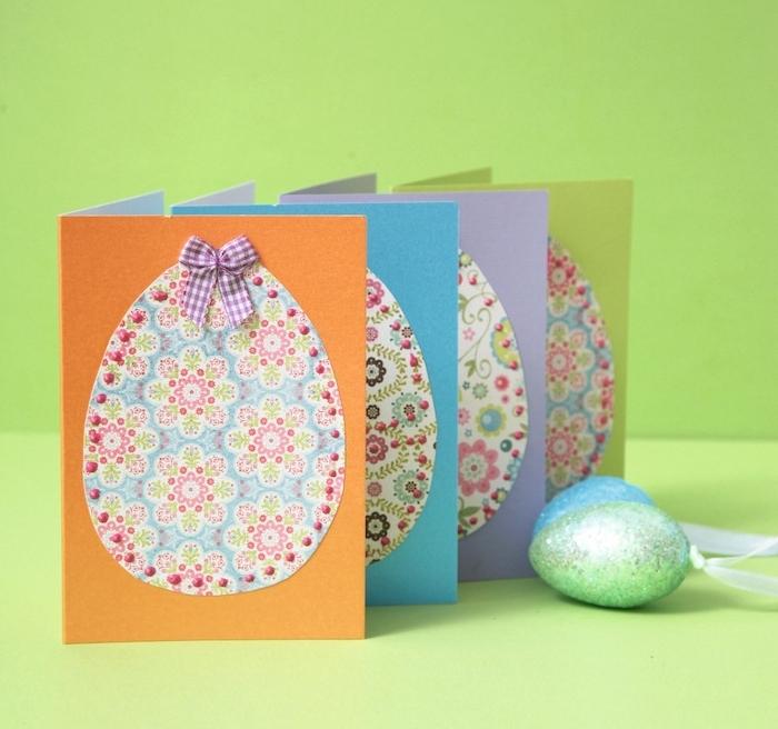 oeuf de paques en papier à motifs fleuris sur papier coloré décoré d un ruban coloré, idée de bricolage de pâques